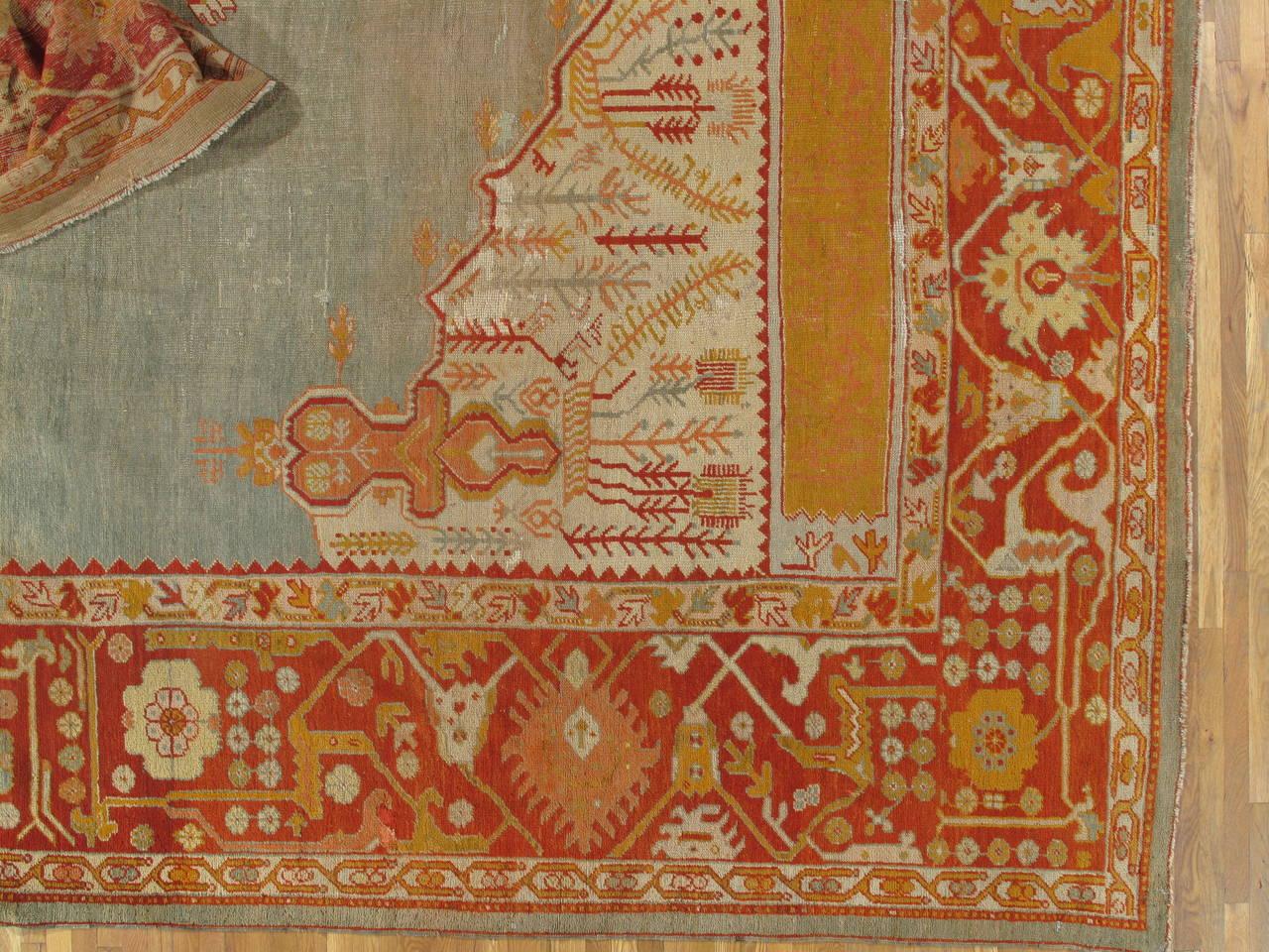 Antiker Handgefertigter Orientalischer Oushak Teppich in Hellgrün, Gelb, Koralle 3