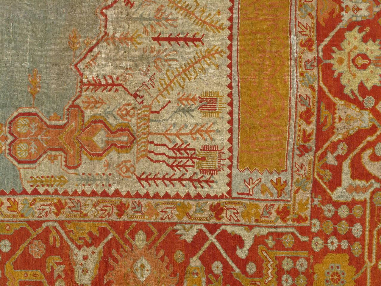 Antiker Handgefertigter Orientalischer Oushak Teppich in Hellgrün, Gelb, Koralle 4