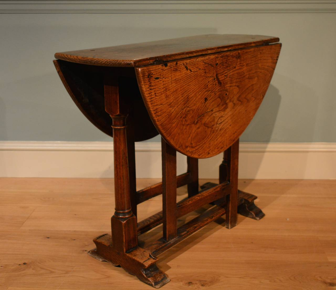 Awesome A Small Late 17th Century Oak Gate Leg Table Of Restrained Design, With  Exceptional