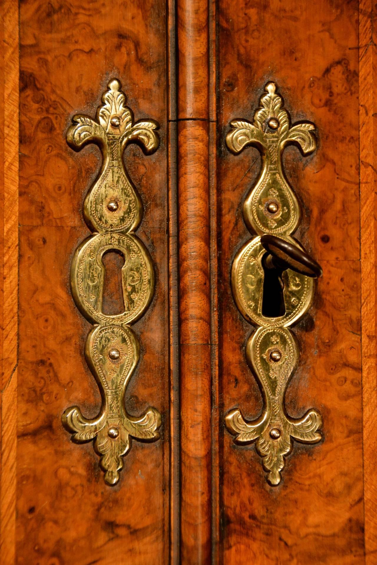 Early 18th Century Walnut Bureau Bookcase, circa 1730 In Excellent Condition For Sale In Salisbury Wiltshire, GB