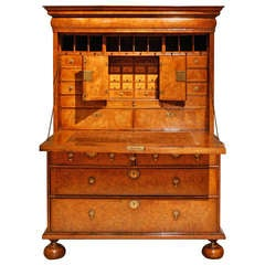 Early 18th Century Veneered Walnut Writing desk or escritoire, circa 1715