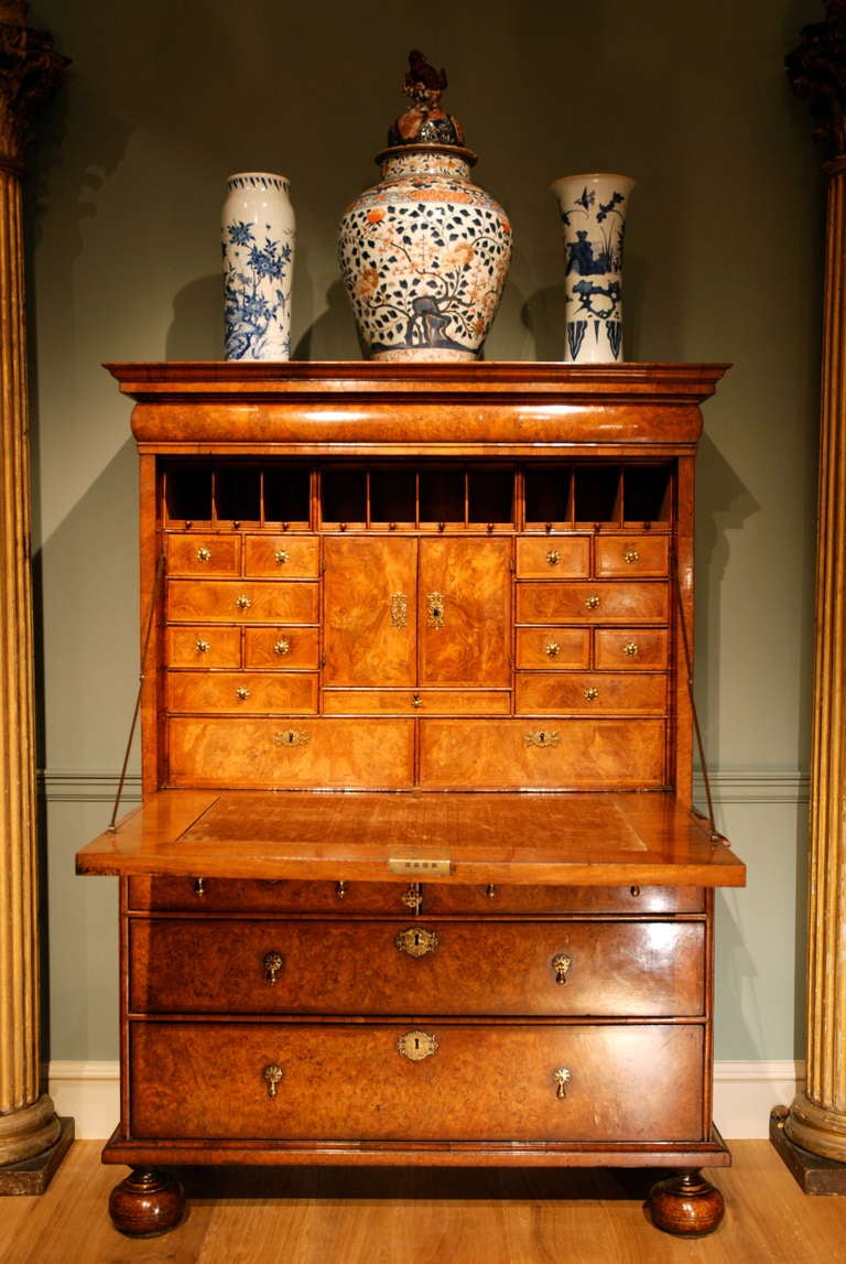 George I  18th Century Veneered Walnut Writing desk or escritoire For Sale