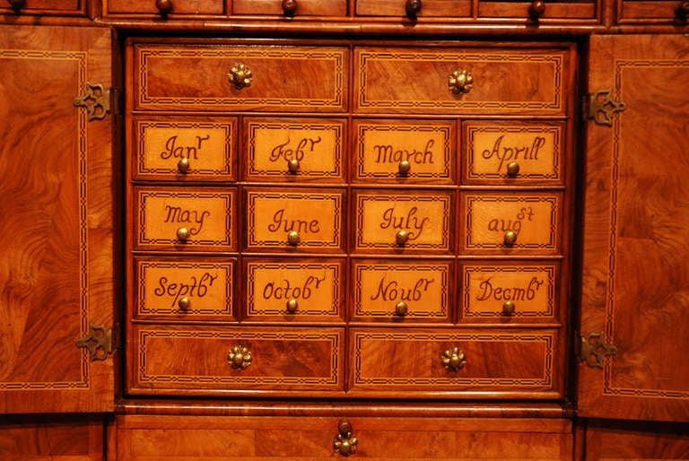 Lacquered  18th Century Veneered Walnut Writing desk or escritoire For Sale