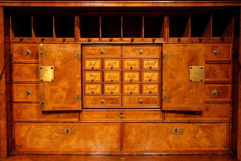 British  18th Century Veneered Walnut Writing desk or escritoire For Sale