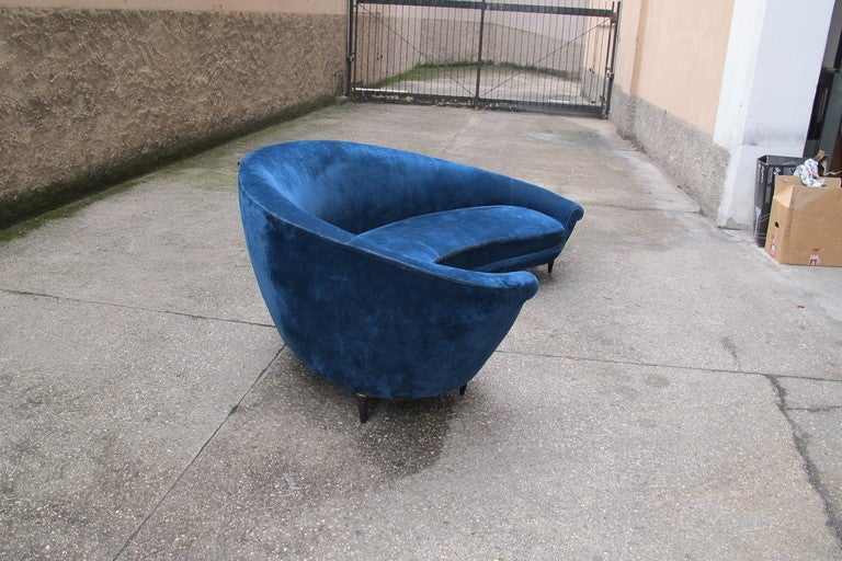 Curved sofa,  Ico Parisi design, In Good Condition For Sale In Saint-Ouen, FR