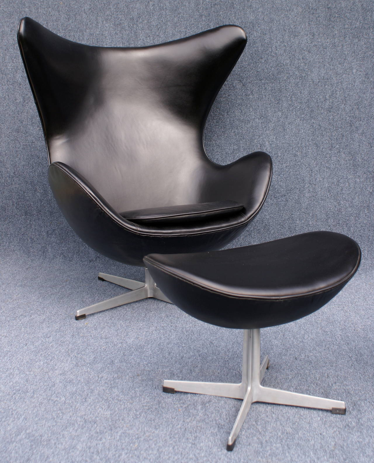 pair of black leather egg chairs and foot stools at 1stdibs. Black Bedroom Furniture Sets. Home Design Ideas