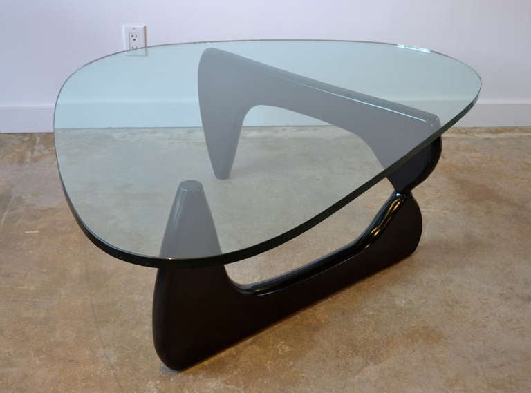 Isamu noguchi coffee table by herman miller at 1stdibs Herman miller noguchi coffee table