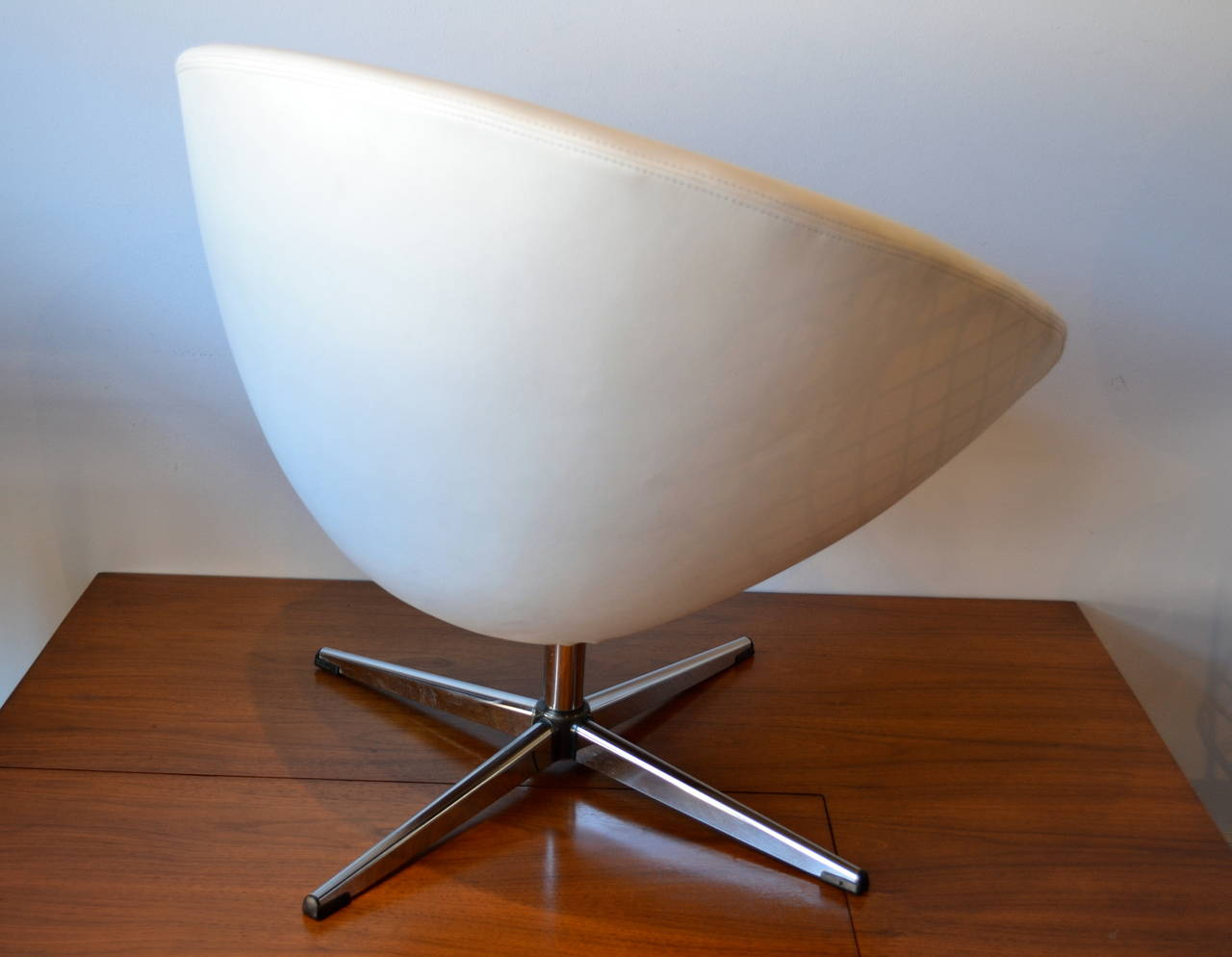 Sleek Chrome Base Egg Chair In White Leather