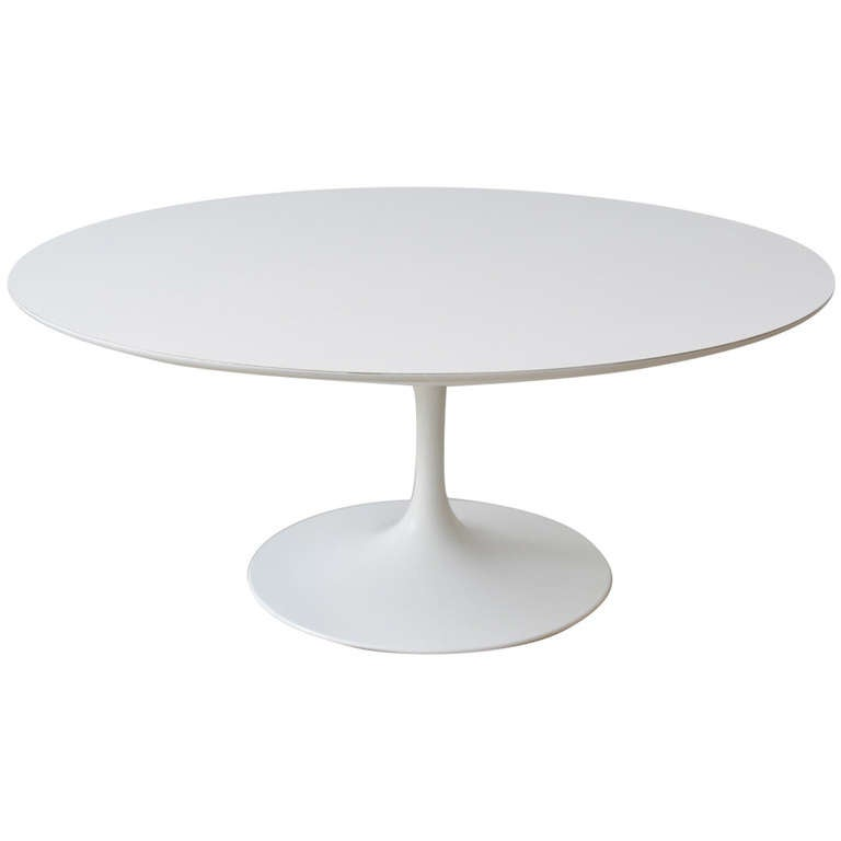 Early knoll tulip base coffee table by eero saarinen for Table exterieur 12 personnes