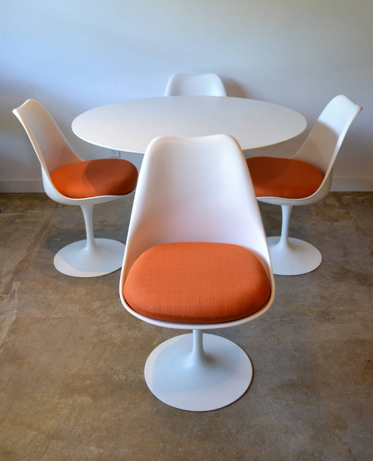 Eero Saarinen For Knoll Tulip Base Dining Table And Four
