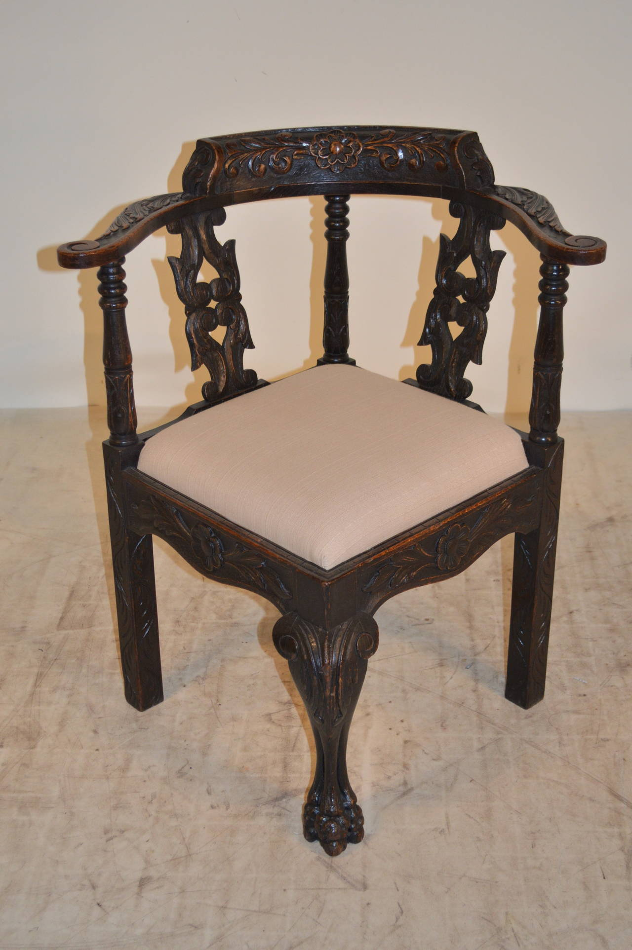 Early 18th Century English Corner Chair Image 3