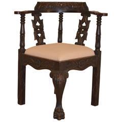 Early 18th Century English Corner Chair