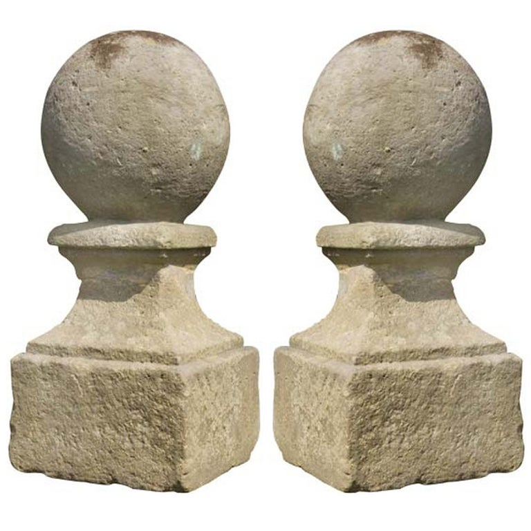 18th Century Pair of Baluster Ornaments For Sale