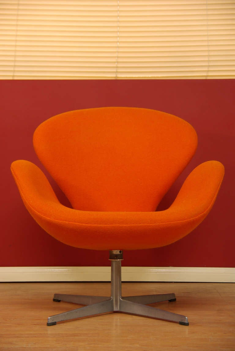 Vintage Quot Swan Quot Chair By Arne Jacobsen At 1stdibs