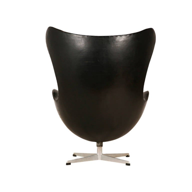 jacobsen first generation egg chair for fritz hansen at 1stdibs. Black Bedroom Furniture Sets. Home Design Ideas