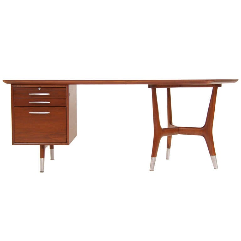 Mid century modern walnut desk at 1stdibs