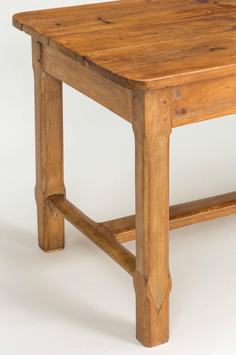 C 1900s Pine DeskFarm Dining Table at 1stdibs : TablePinewithdrawer8946Editl from www.1stdibs.com size 768 x 1152 jpeg 90kB
