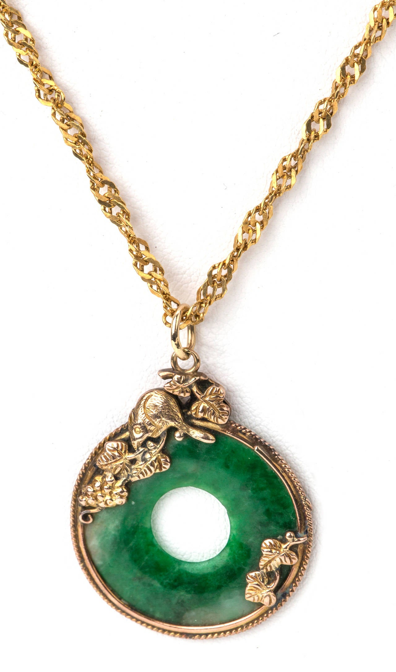 Chinese rat and jade pendant necklace at 1stdibs for Pictures of jade jewelry