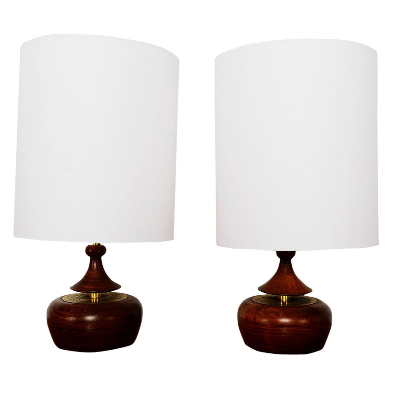 Mid Century Modern Walnut Pair Of Table Lamps For Sale At
