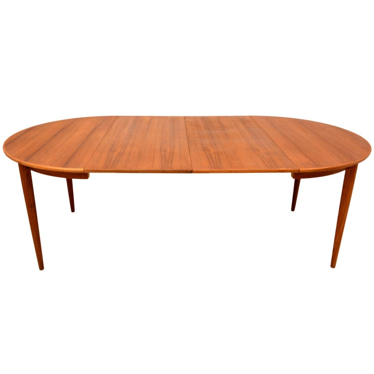 Danish modern teak oval dining table at 1stdibs for Danish modern dining room table