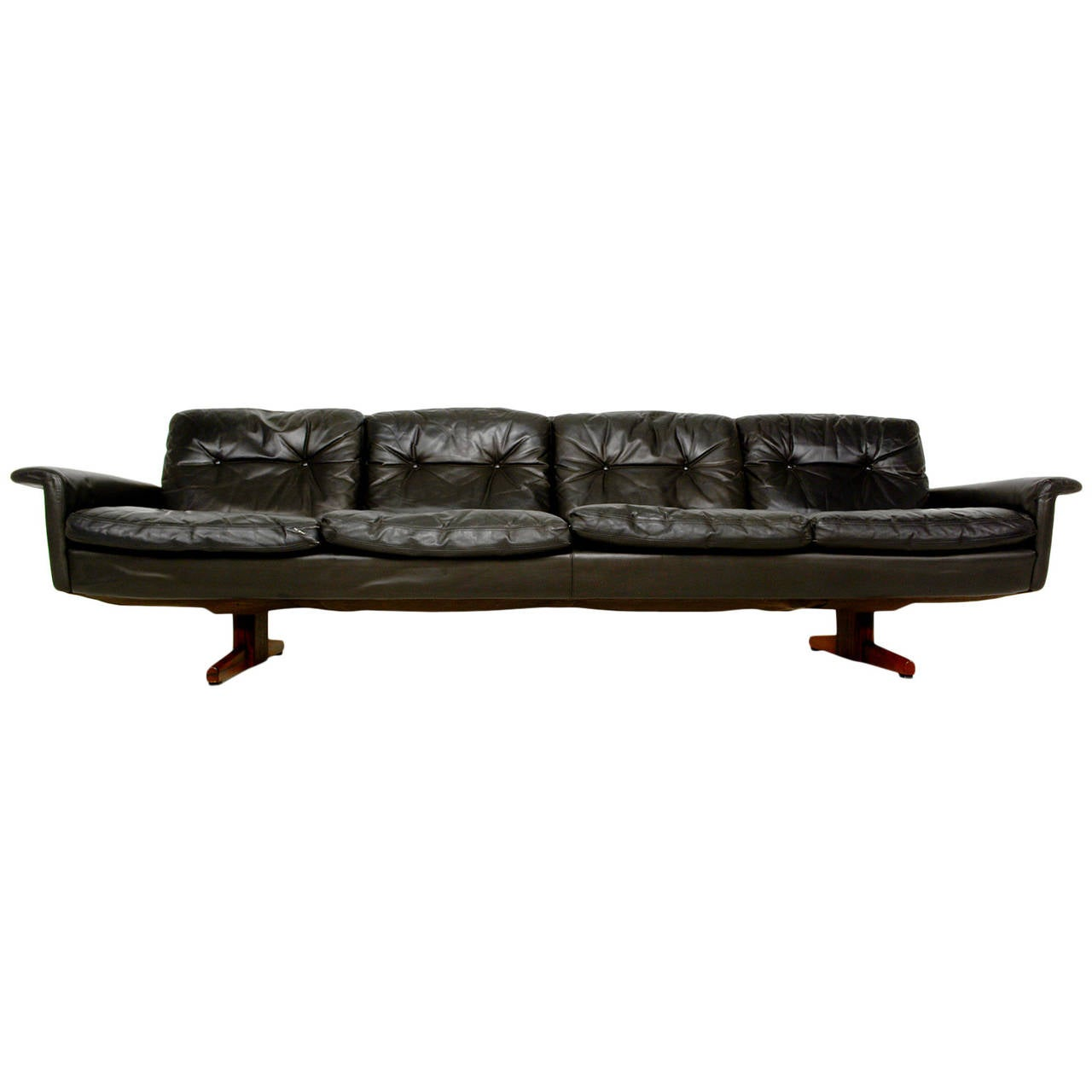 This Vatne Mobler Leather and Rosewood Sofa is no longer available.