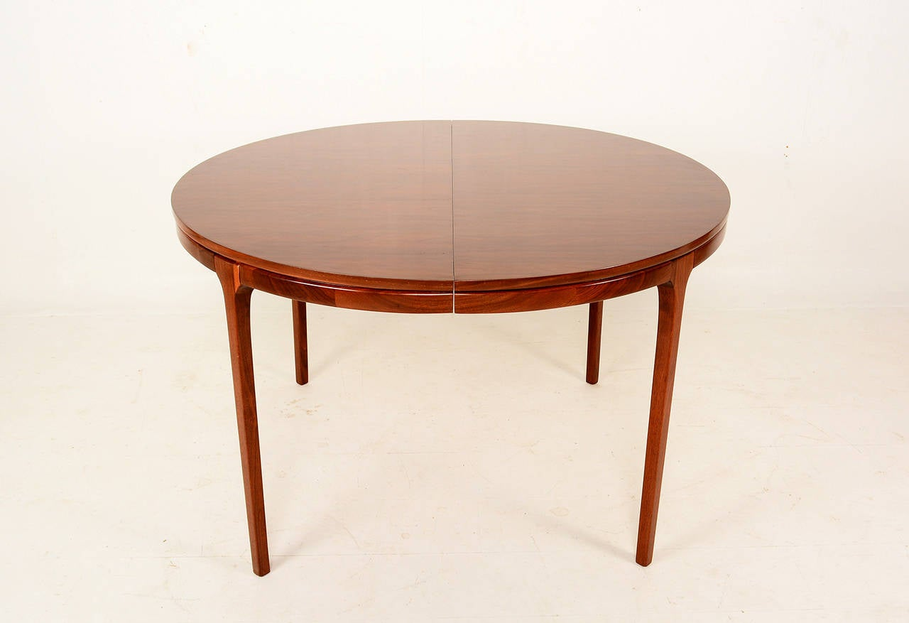 Walnut Dining Table The Best Inspiration for Interiors  : WalnutRoundDiningTable1l from samtog.info size 1280 x 877 jpeg 50kB