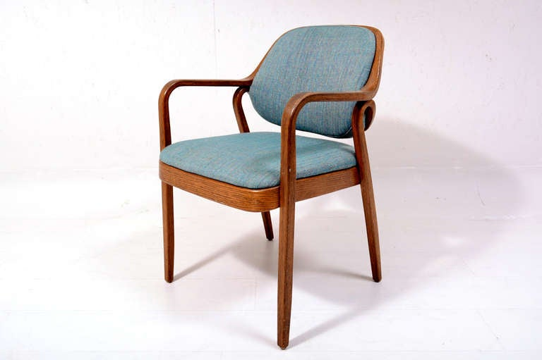 petitt joined the knoll design development group in 1952