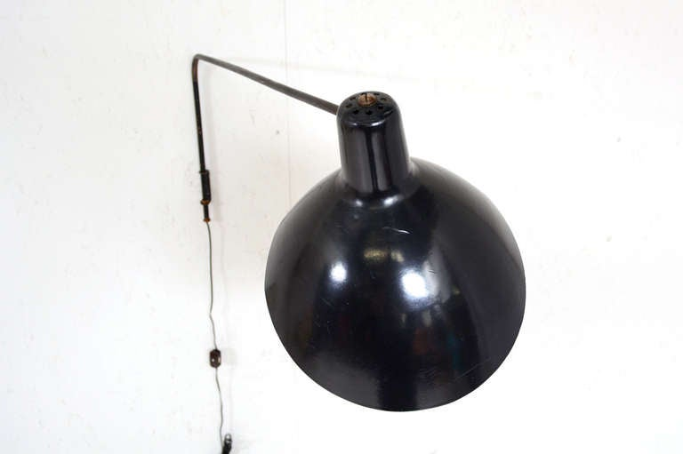 Mid Century Modern Italian Wall Sconce attributed to Vittoriano Vigano  For Sale 1