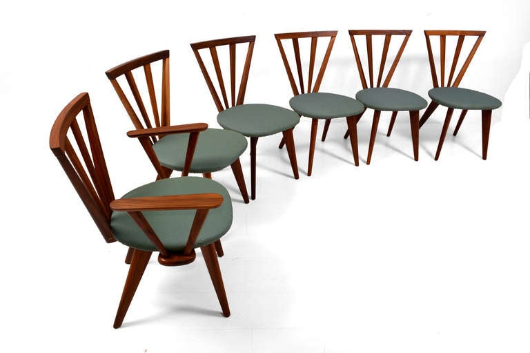 Mid Century Modern Dining Table and Six Chairs at 1stdibs