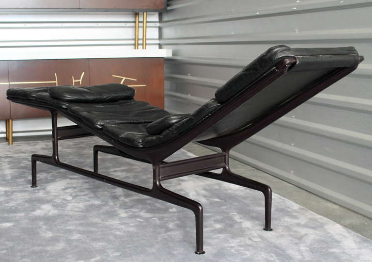 early charles and ray eames billy wilder chaise lounge at 1stdibs. Black Bedroom Furniture Sets. Home Design Ideas
