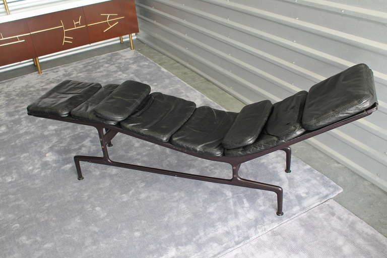 Early charles and ray eames billy wilder chaise lounge for Chaises charles et ray eames
