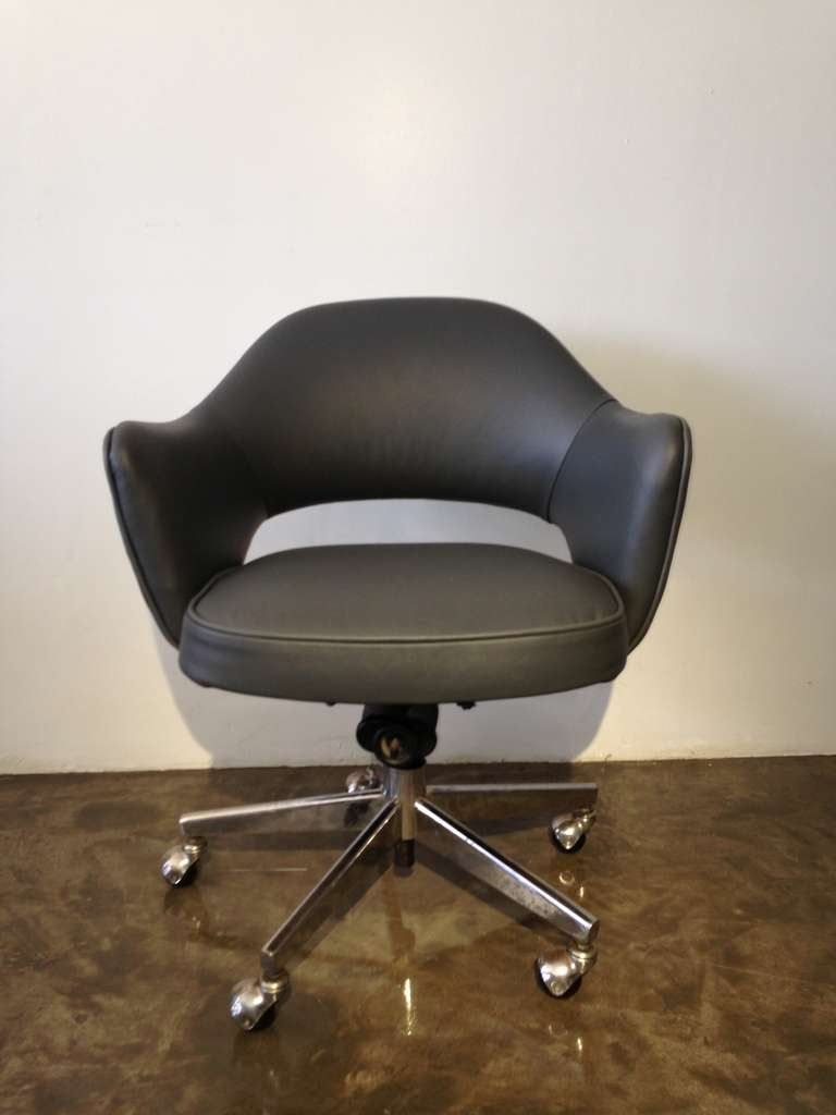 Vintage leather saarinen executive arm chairs by knoll c 1960 s at