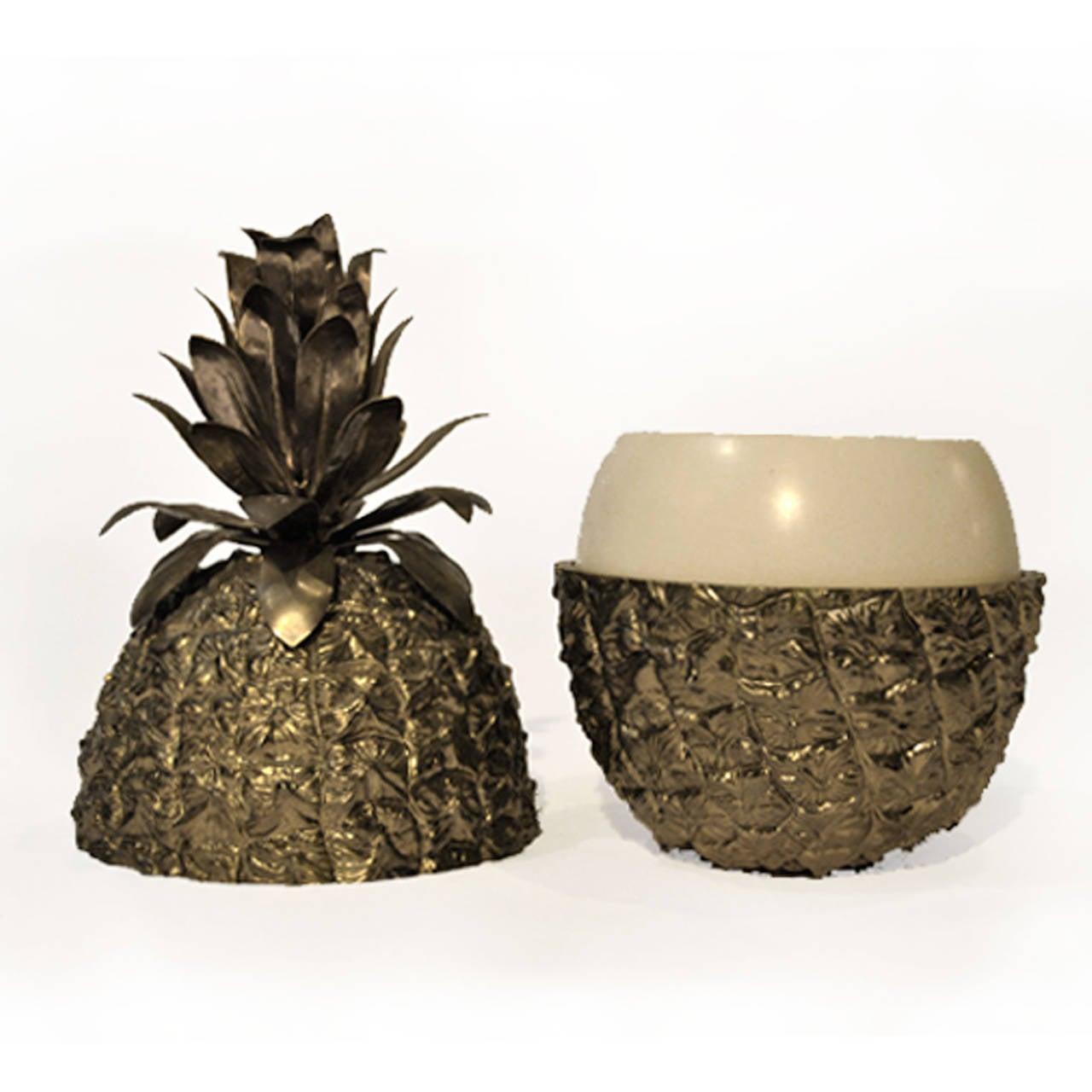 Pineapple Shaker by the Turnwald collection international, Italy 1970s. Measures: 18 x 35(H) cm.