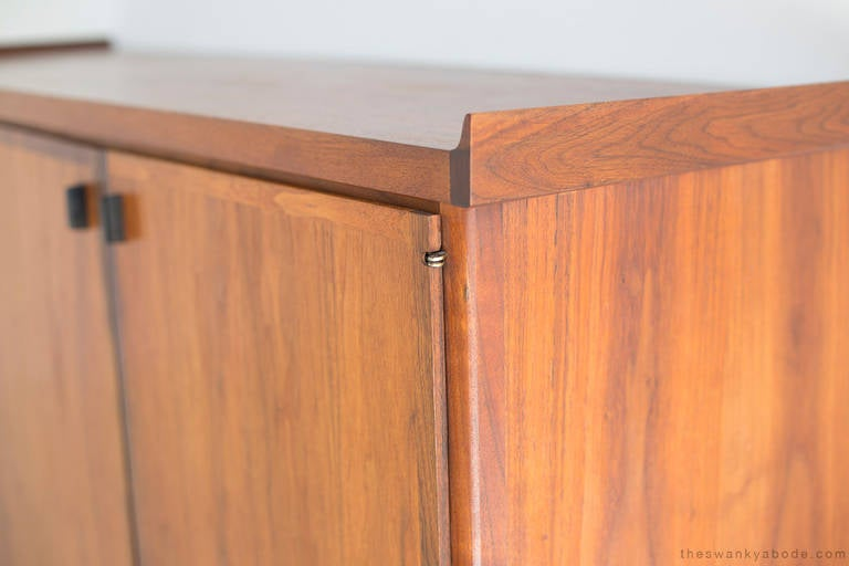 Mid-Century Walnut Credenza In Excellent Condition For Sale In Oak Harbor, OH