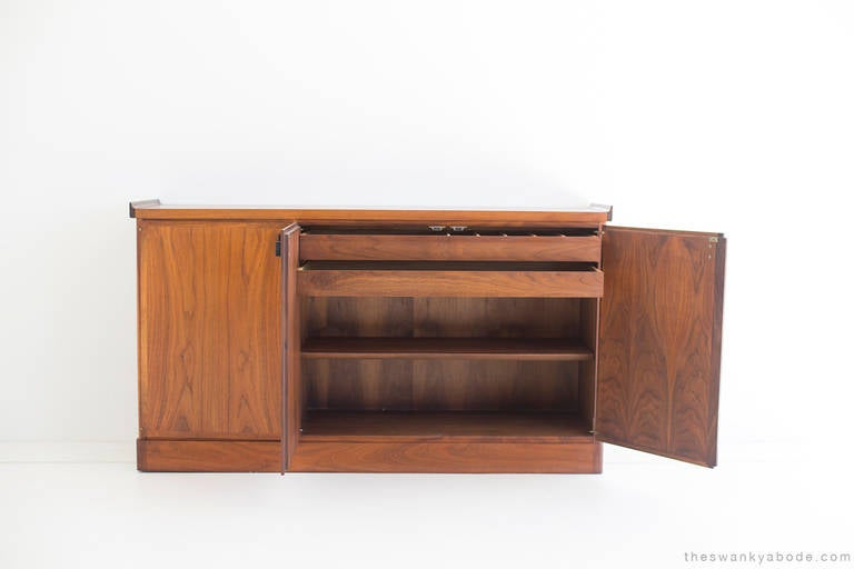 Mid-Century Walnut Credenza For Sale 4