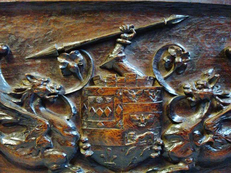 Late 19th Century Carved Walnut Armorial Panel In Good Condition For Sale In Moreton-in-Marsh, Gloucestershire