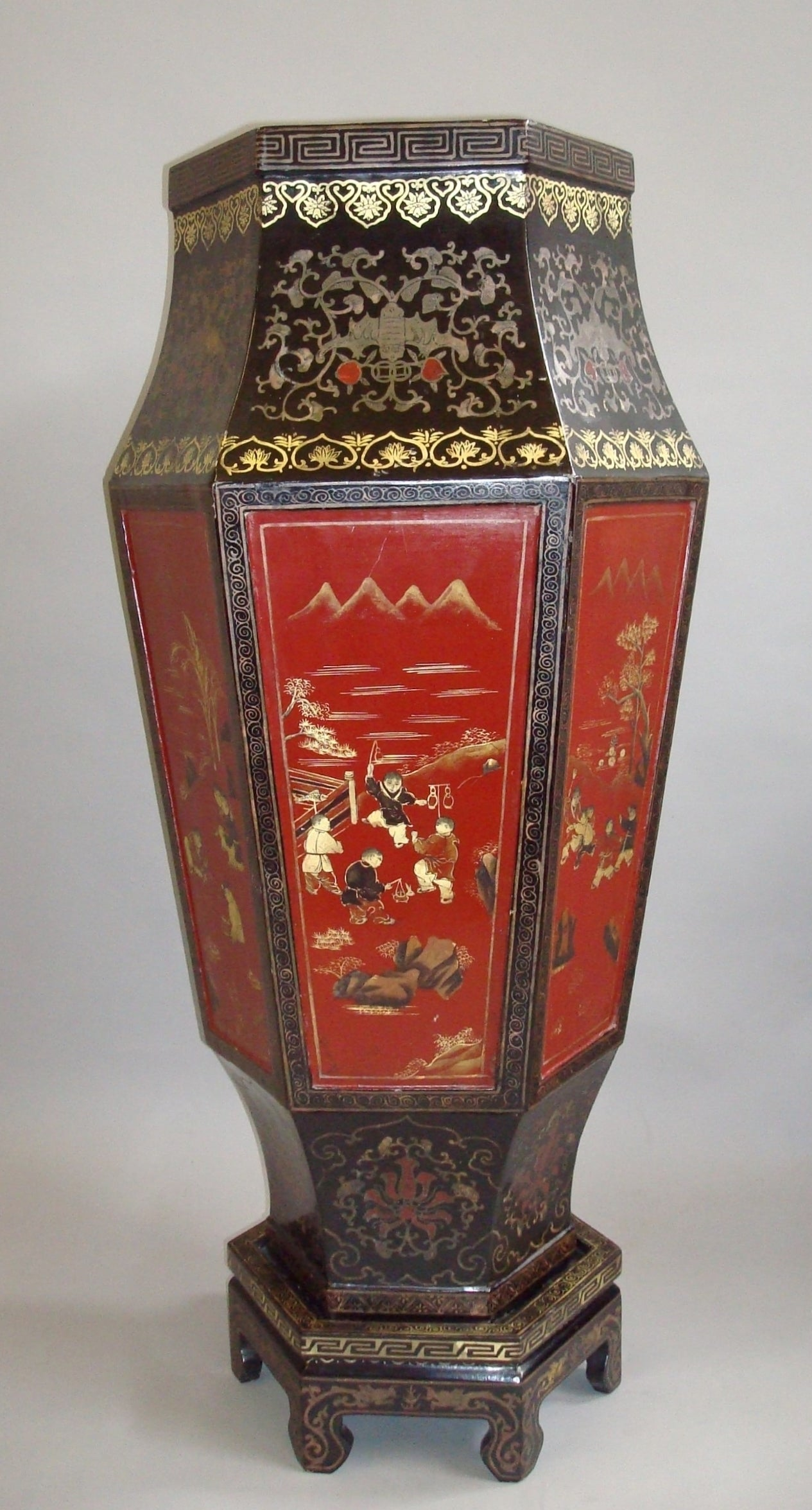 Large Pair Of Chinese Lacquered Papier M 226 Ch 233 Vases At 1stdibs