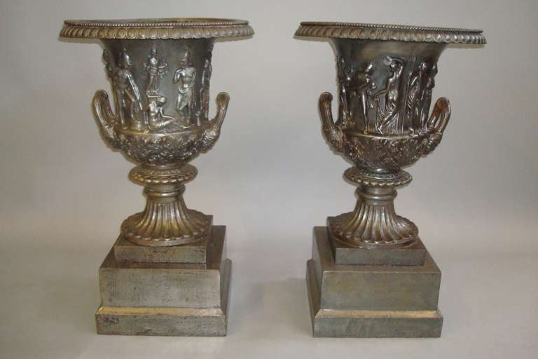 Good Quality Mid-19th Century Pair of Cast Iron Urns For Sale 5