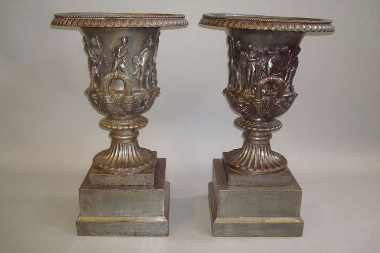 Good Quality Mid-19th Century Pair of Cast Iron Urns For Sale 1