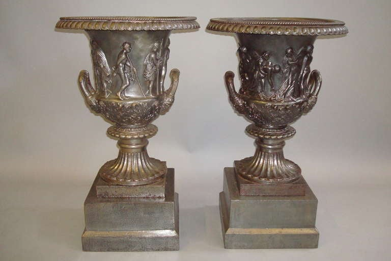 Good Quality Mid-19th Century Pair of Cast Iron Urns For Sale 2