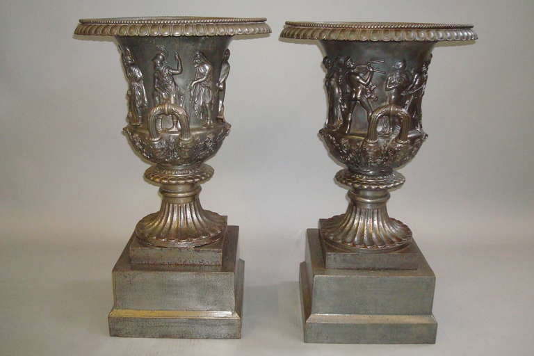 Good Quality Mid-19th Century Pair of Cast Iron Urns For Sale 3
