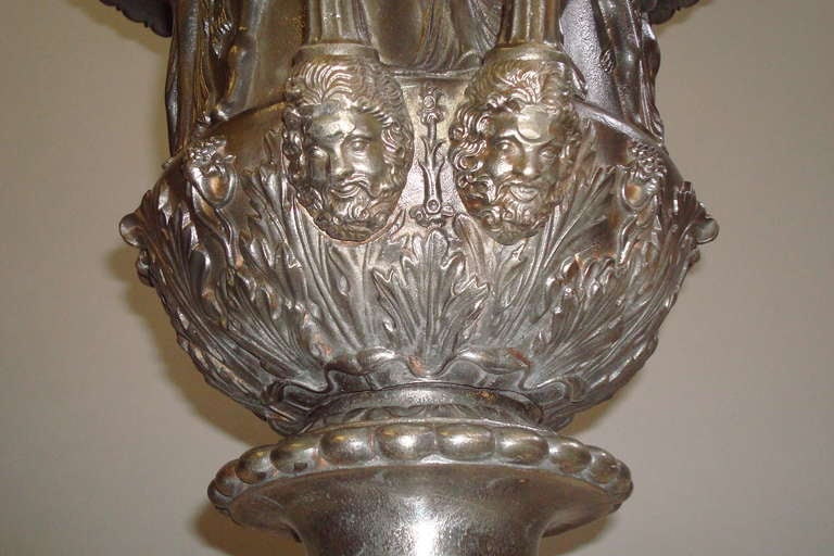 English Good Quality Mid-19th Century Pair of Cast Iron Urns For Sale