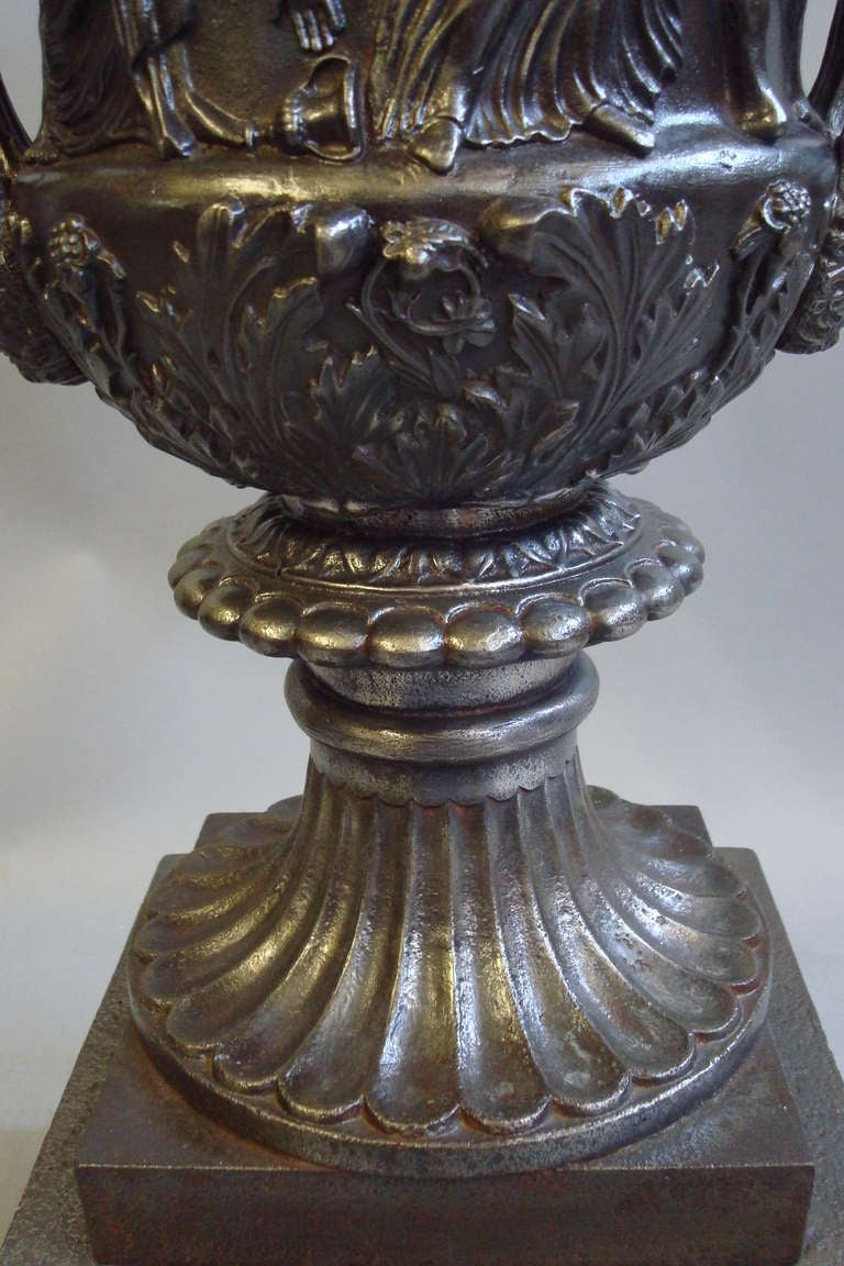 Good Quality Mid-19th Century Pair of Cast Iron Urns In Good Condition For Sale In Moreton-in-Marsh, Gloucestershire