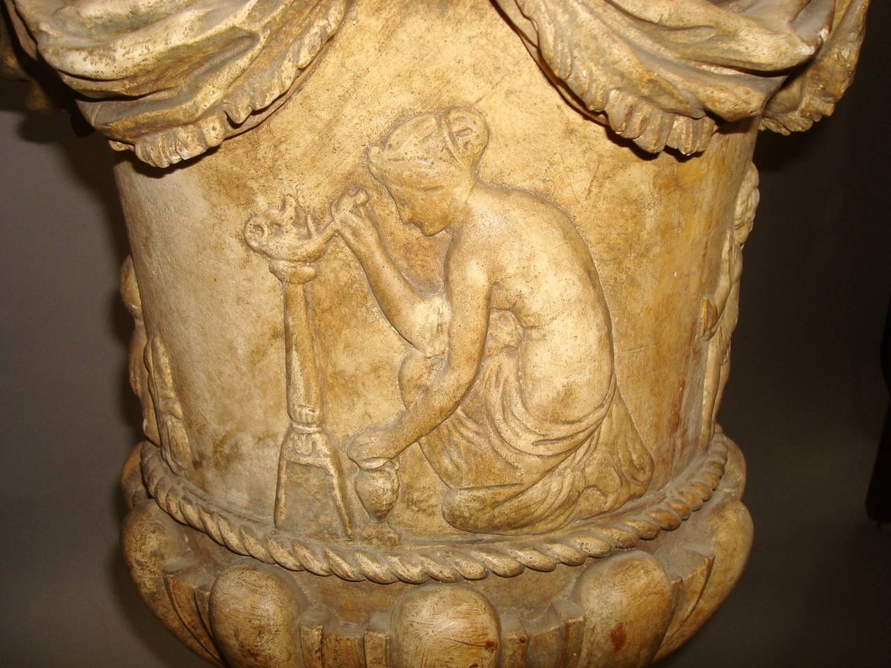 Regency Pair of Neoclassical Plaster Urns In Good Condition For Sale In Moreton-in-Marsh, Gloucestershire