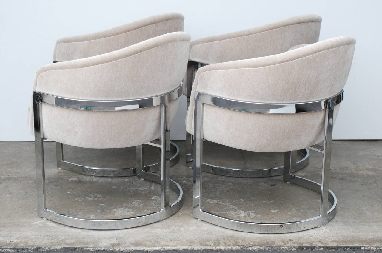 Freshly reupholstered in a oyster light grey velvet these vintage dining chairs are in excellent condition & Set of Four Milo Baughman Curved T-Back Dining Chairs at 1stdibs