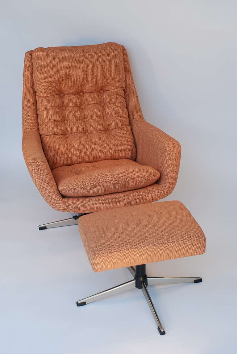 Selig chair and ottoman - Swivel Lounge Chair And Ottoman By Selig 2