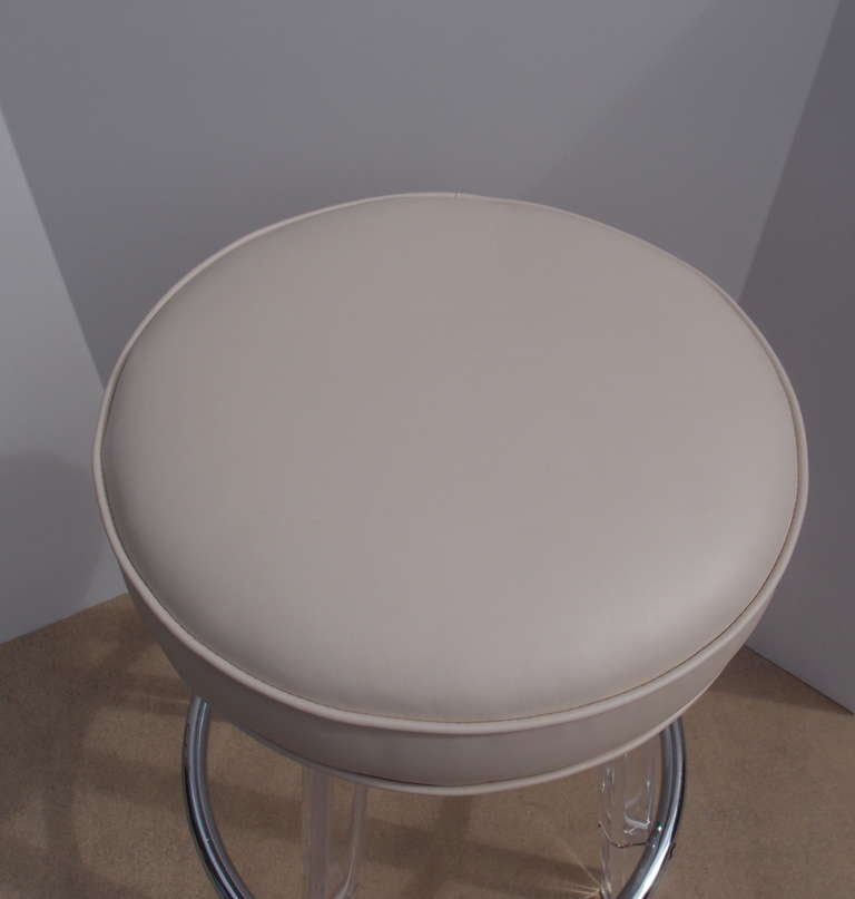 Pair Of Vintage Modern Lucite And Chrome Barstools At 1stdibs