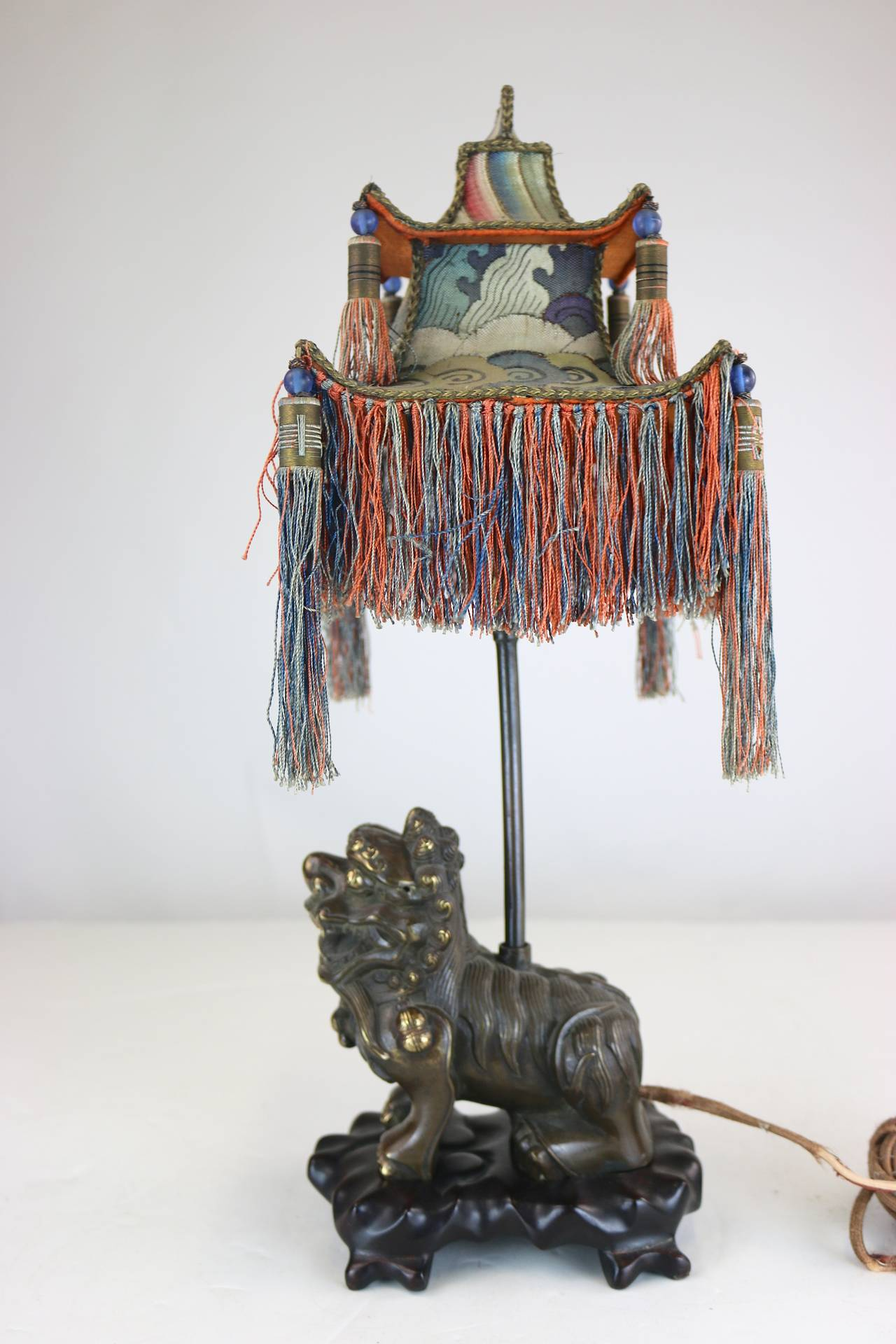 20th Century Rare Exotic 1920s Chinoiserie Lamp of Tasseled Pagoda Shade with Foo Dog Base For Sale