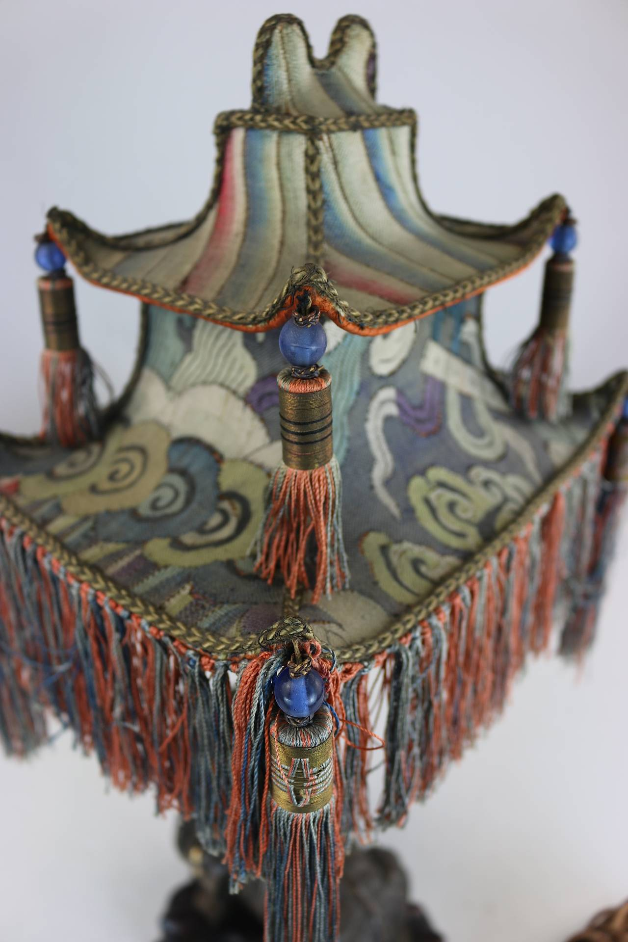 Rare Exotic 1920s Chinoiserie Lamp of Tasseled Pagoda Shade with Foo Dog Base For Sale 3