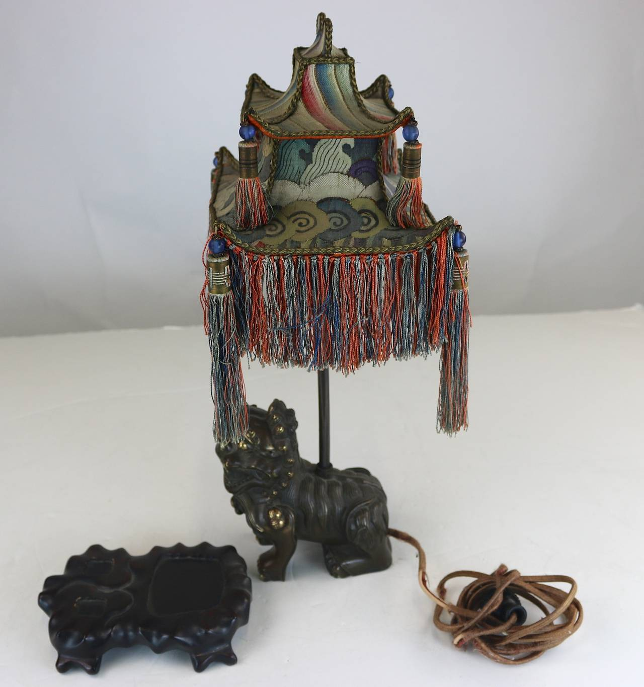 Rare Exotic 1920s Chinoiserie Lamp of Tasseled Pagoda Shade with Foo Dog Base For Sale 4